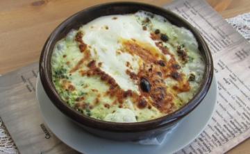 Гювече със сирене и спанак